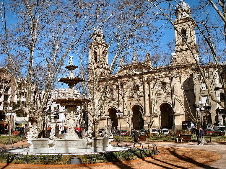 La Ciudad Vieja en Montevideo, qué visitar: Plaza Matriz o Plaza Constitución