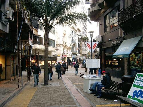 Peatonal Sarandí: qué visitar en la Ciudad Vieja en Montevideo
