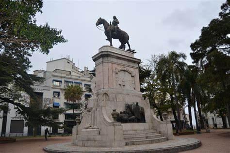 La Ciudad Vieja en Montevideo, qué visitar: Plaza Zabala